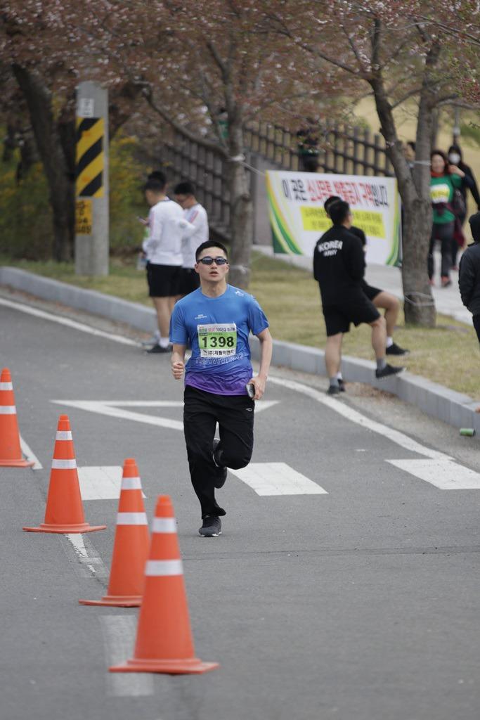 2019 영천댐 벚꽃마라톤대회 골인 (11:44:10 ~ 11:51:42)