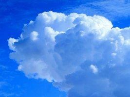 꿈처럼 부풀어 오르는 뭉게구름 (이미지)